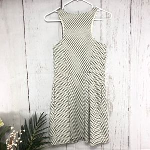EXPRESS SLEEVELESS POLKA BLACK AND VANILLA SIZE 4